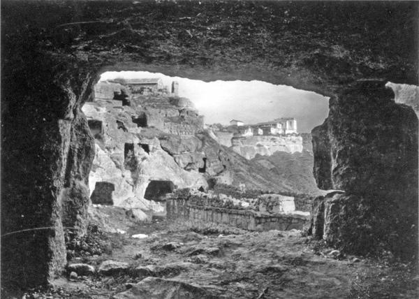 Мертвый город Чуфут-Кале, близ Бахчисарая