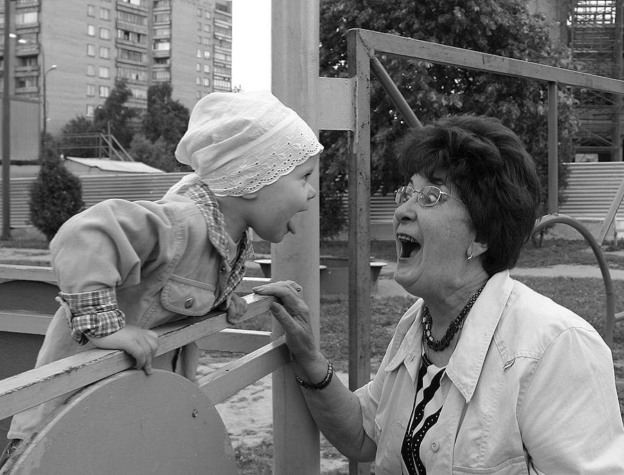 Девятому мая, прикольные картинки бабушка и внучка