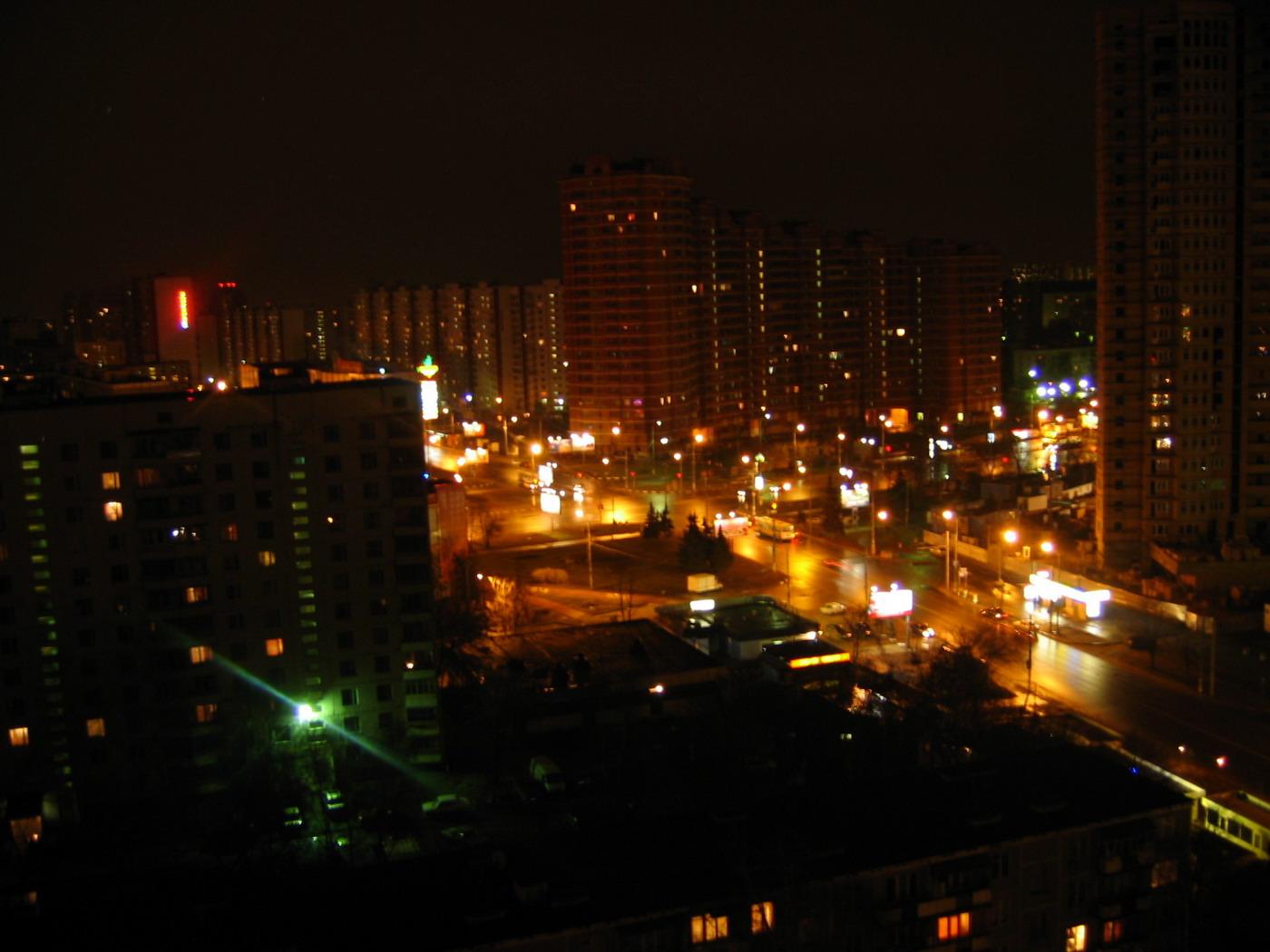 прежде всего фото ночного города из окна зимнем стиле