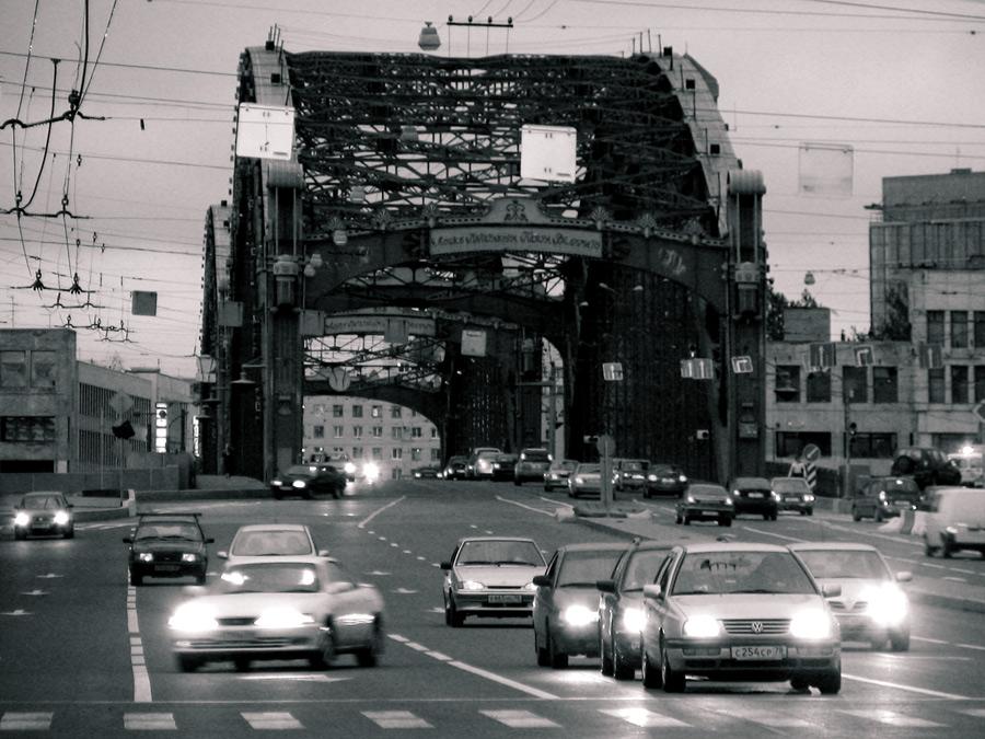 мост получил от речки