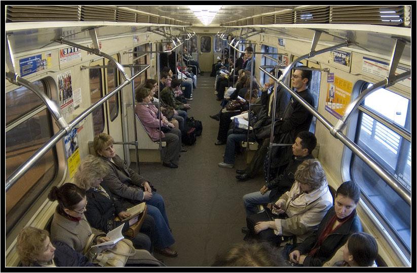 Прижимаются в транспорте 5 фотография