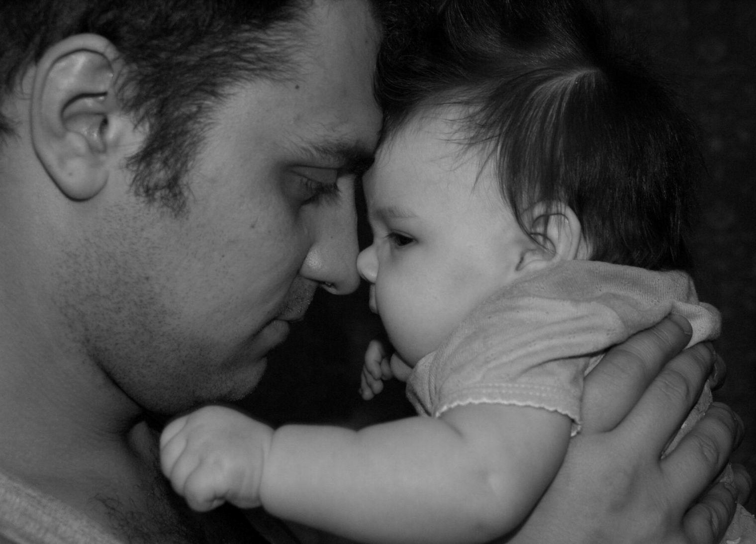 Отец продолжал жить своей жизнью, со своей семьей и думать, что я его