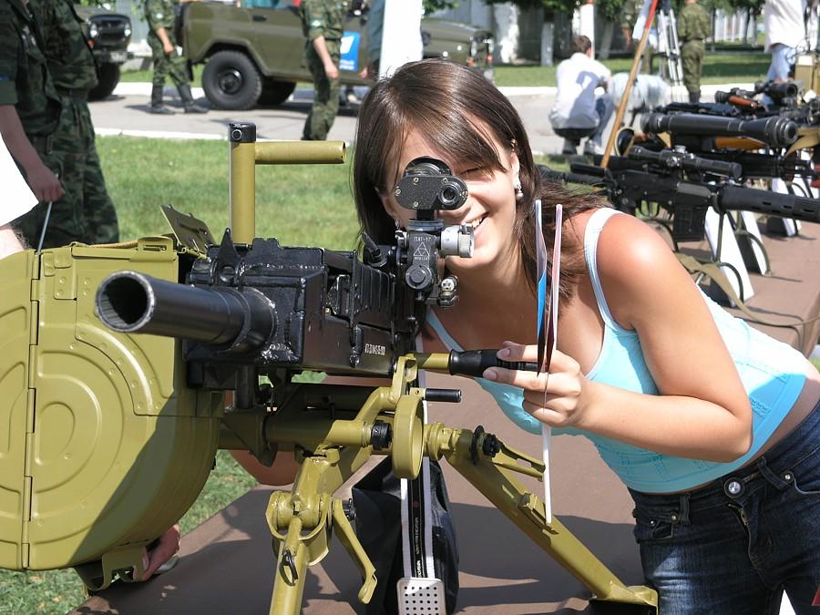 Картинка девушка с гранатометом