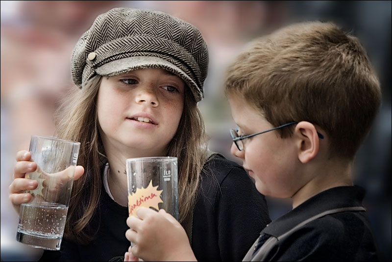 Фотография Мальчик с девочкой дружил из альбома Дети - такие разные