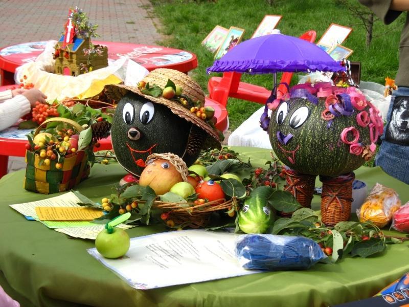 с выставки поделок из цветов и плодов.