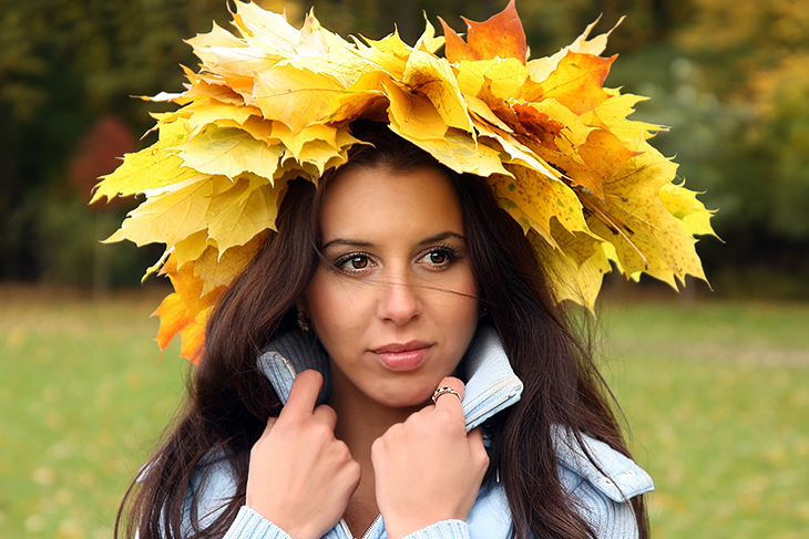 Как сделать венок из кленовых листьев и рябины