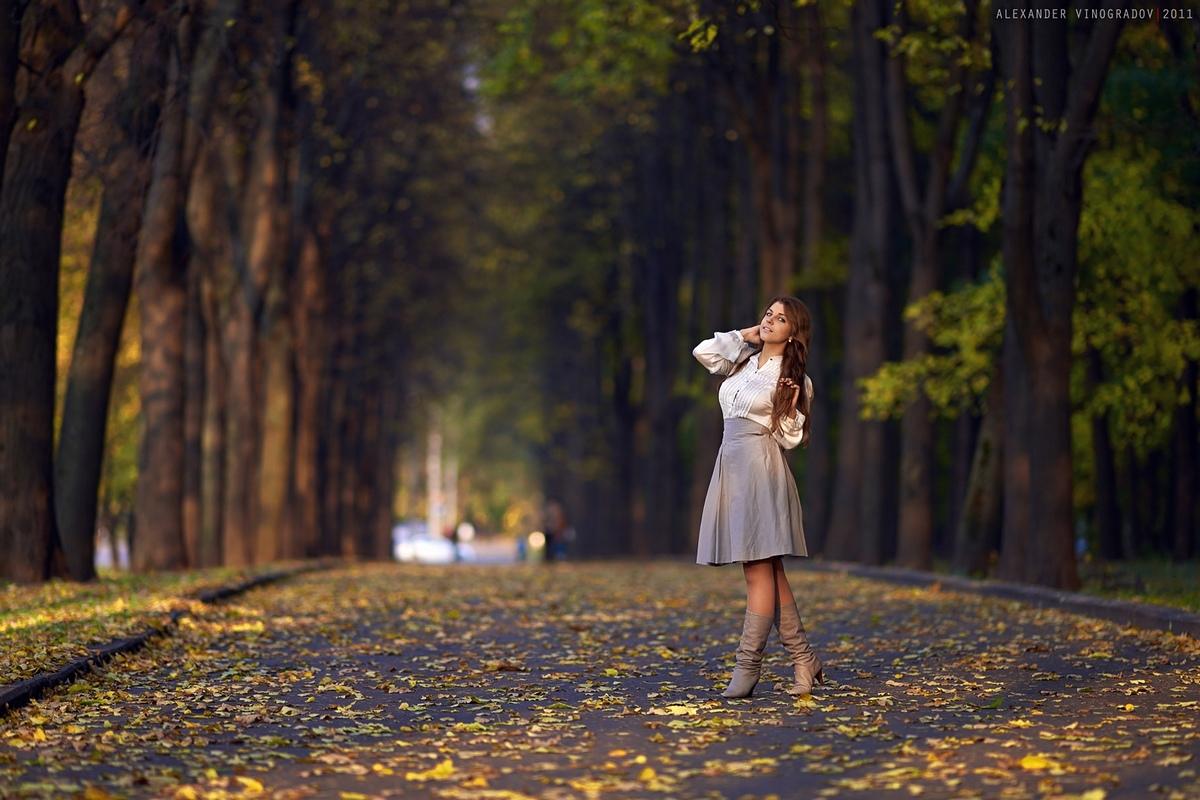Студентка в парке 1 фотография