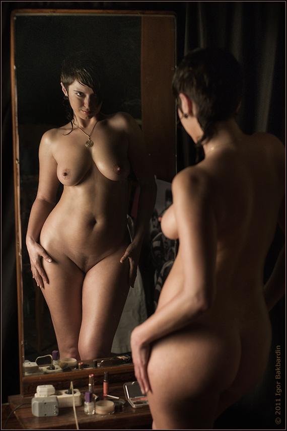 домашний эро фотосет в зеркале сразу перестал