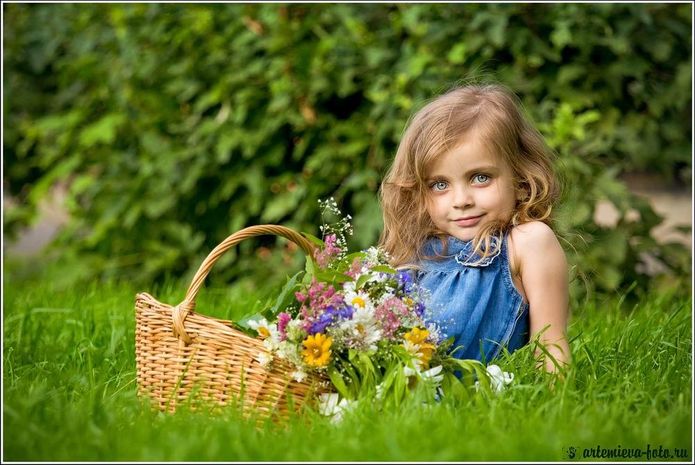 Маленькая девочка с цветами картинки 5
