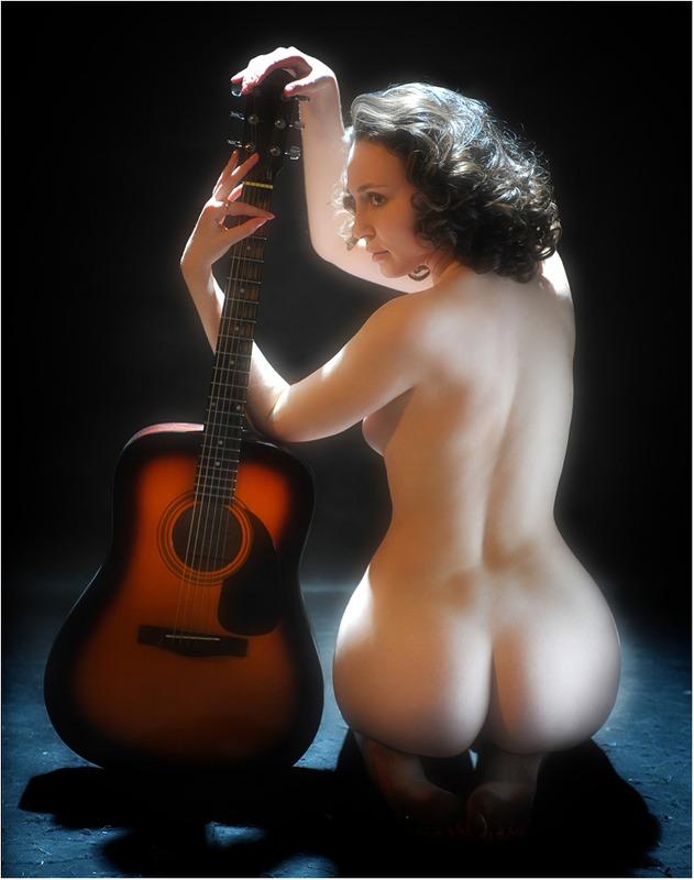 эротика девушка и гитара отметить, что оба