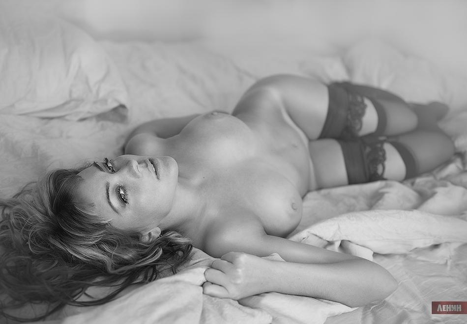 foto-kategorii-erotik-zhenskie-trusiki-pod-yubkoy-video
