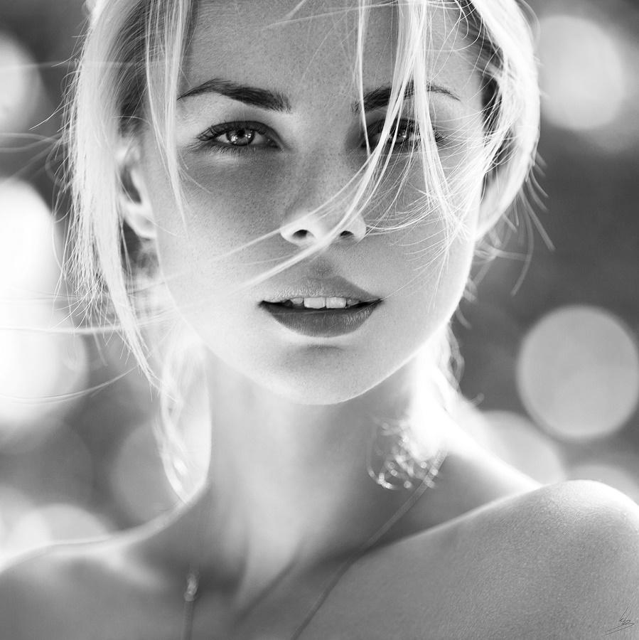 можно сказать прекрасная и удивительная красивая незнакомка