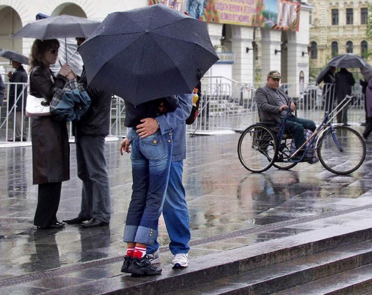 Любовь, дождь и инвалидная коляска