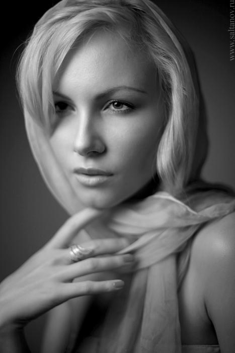 Я гармоничная,позитивная девушка.Мне 15 лет.я блондинка,люблю ОЧЕНЬ