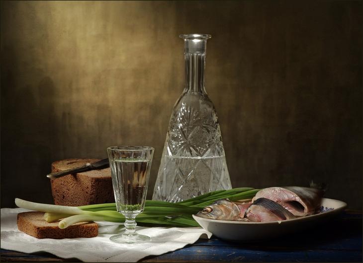 Рюмка водки на столе скачать бесплатно - 91
