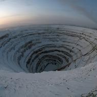 Самый большой алмазный карьер в мире.  Фото / The Mir mine in Yakutia.  Photo.