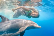 Luana and dolphins (Willyam Bradberry)