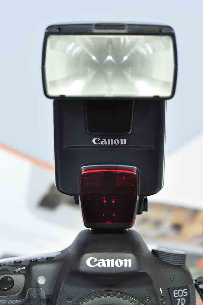 Canon.  Вспышка на фотокамеру.  Хорошее.